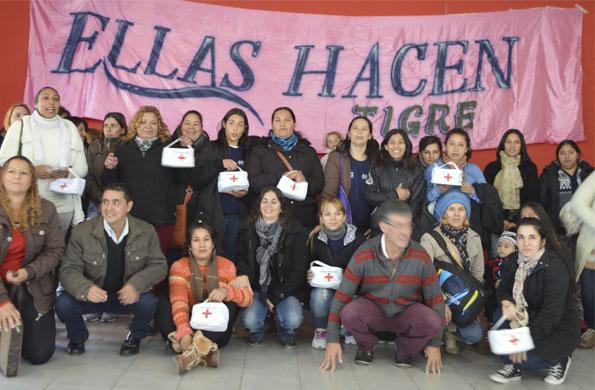 """Desarrollo Social entregó botiquines a cooperativas de """"Ellas Hacen"""" de Tigre."""