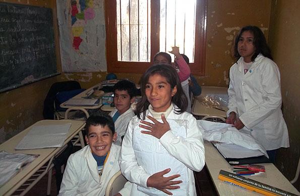 Los niños recibieron sus guardapolvos en San Juan.