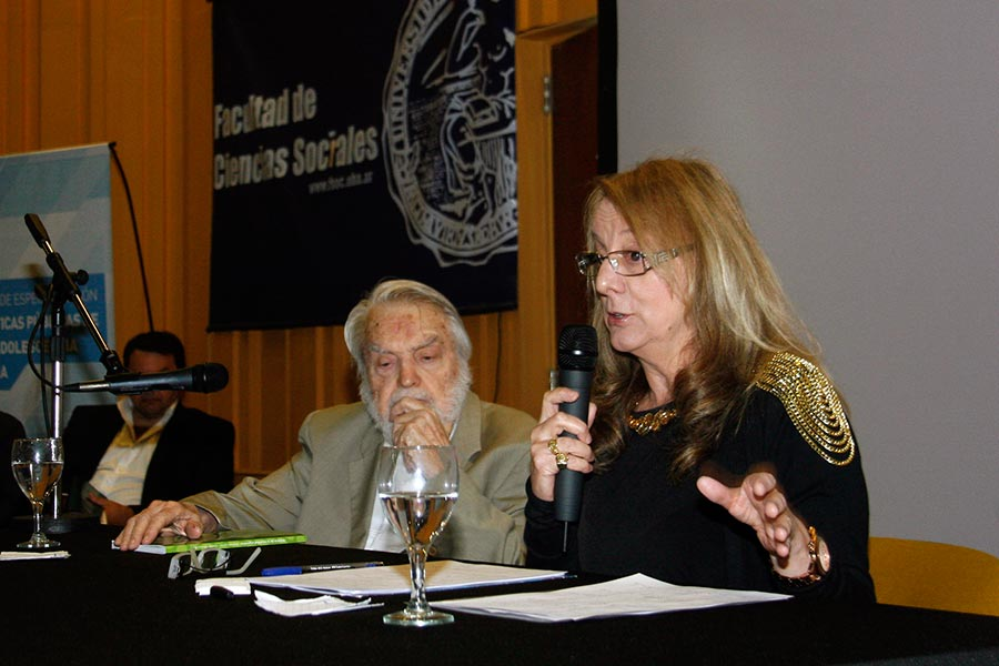 Alicia Kirchner acompañada del historiador y periodista, Osvaldo Bayer.