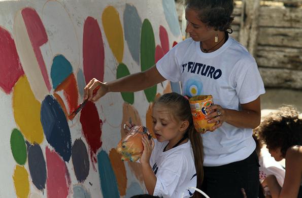 Los más pequeños realizaron un taller de arte donde pintaron un mural.