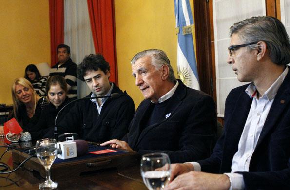 Alicia Kirchner se comunicó por videoconferencia con el Gobernador de San Juan, José Luis Gioja.