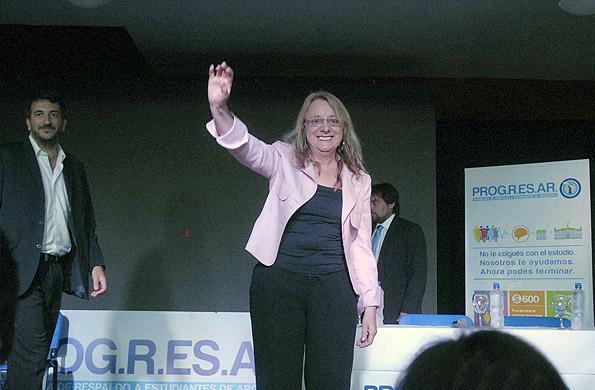 Alicia Kirchner entregó las primeras tarjetas del PROGRESAR en Tigre.