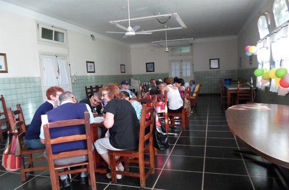 Adultos mayores disfrutaron de un encuentro de lectura en el Hogar San José.