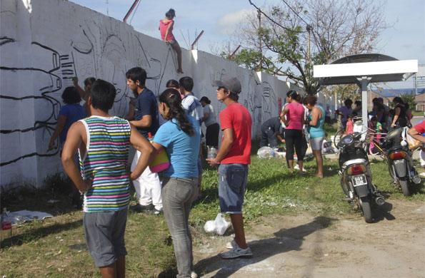 Participaron más de 100 personas entre niños, jóvenes y adultos.