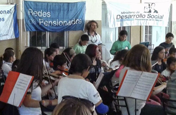 En Luján disfrutaron un concierto de la Orquesta de Jóvenes y Niños para el Bicentenario.