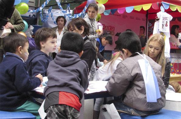 Las familias se informaron sobre las líneas de acción y los niños participaron de diversos juegos.