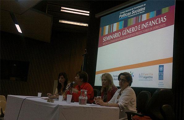 """Más de 140 personas participaron del seminario """"Género e Infancias""""."""