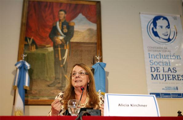 """Alicia Kirchner definió a la Presidente como una """"luchadora por los derechos de las mujeres""""."""