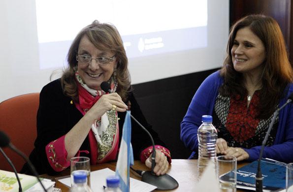 La ministra Alicia Kirchner durante la sesión del consejo.