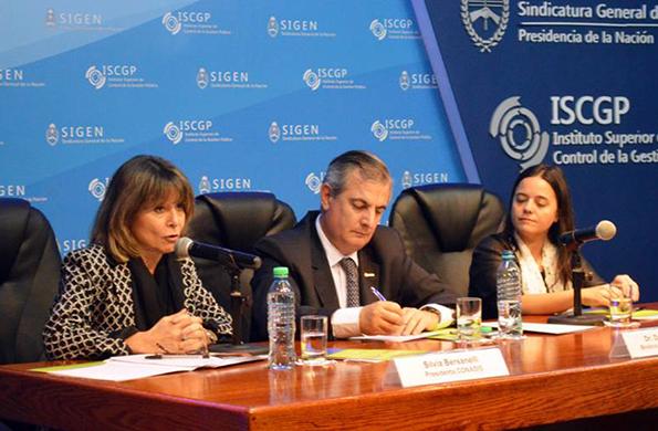 La apertura estuvo a cargo de Silvia Bersanelli, Daniel Reposo y María Paula Pontoriero.