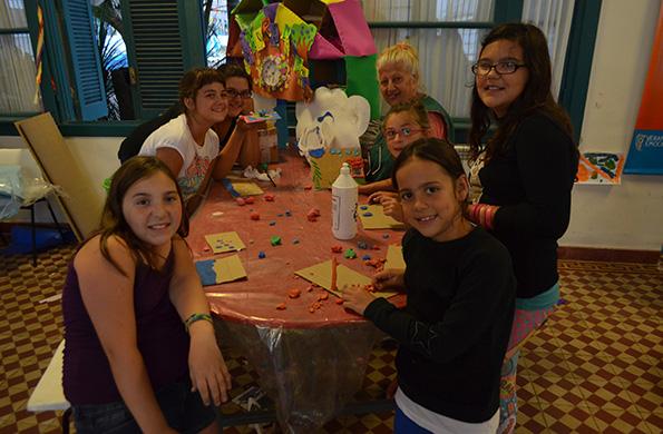 Las familias podrán participar de diversas propuestas artísticas, culturales y recreativas.