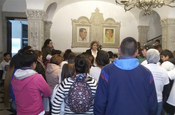 Adolescentes de Nuestro Lugar recorrieron el Museo Evita.