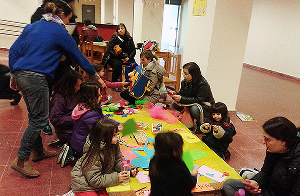 Participaron niños, niñas y familias, quienes disfrutaron de juegos, libros y materiales.