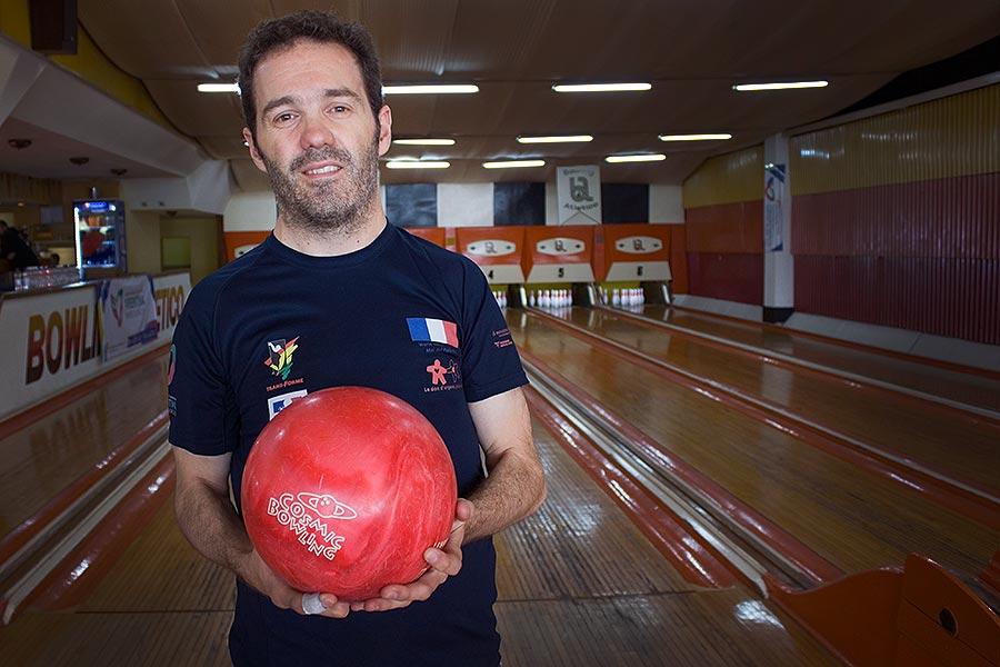 Ilustración de atleta de bowling