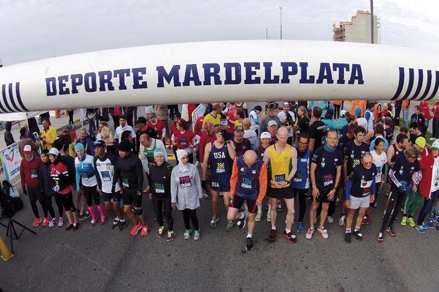 Más de 90 deportistas, representando a distintos países del mundo, se dieron cita en Constitución y la costa.