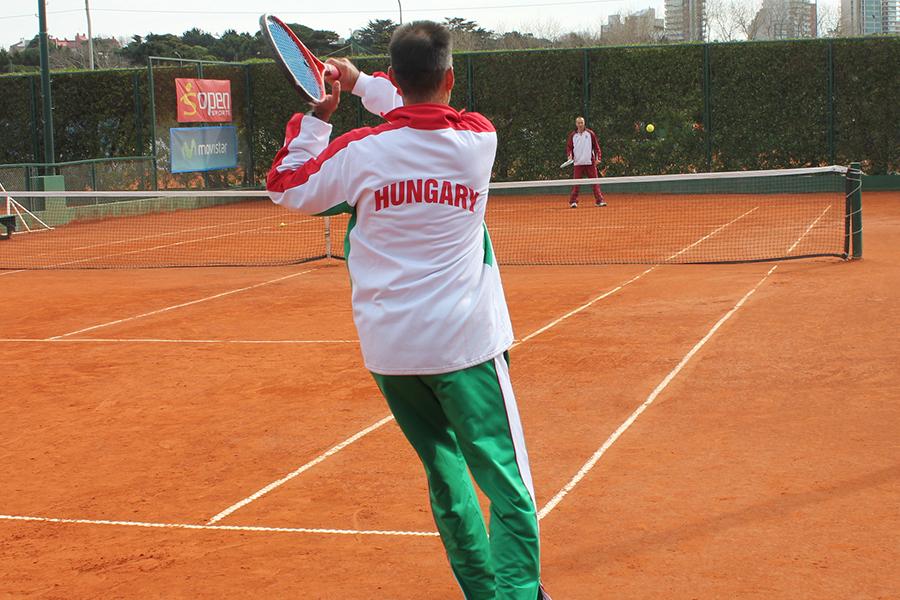 Representantes de Hungría se entrenan en el Club Náutico.