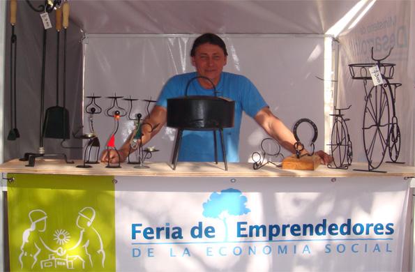 Emprendedores de la economía social de la zona comercializan sus productos mensualmente.