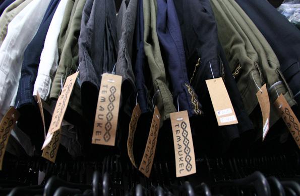 En estos espacios también se comercializan productos textiles.