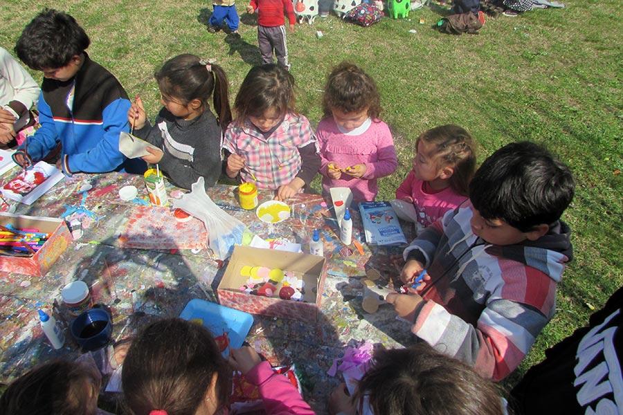 Los niños niños disfrutaron de juegos, arte, música y sorpresas