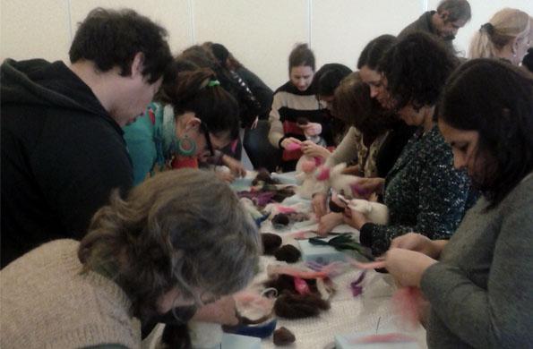 Artesanas y emprendedores participaron de la jornada de formación en fieltro.