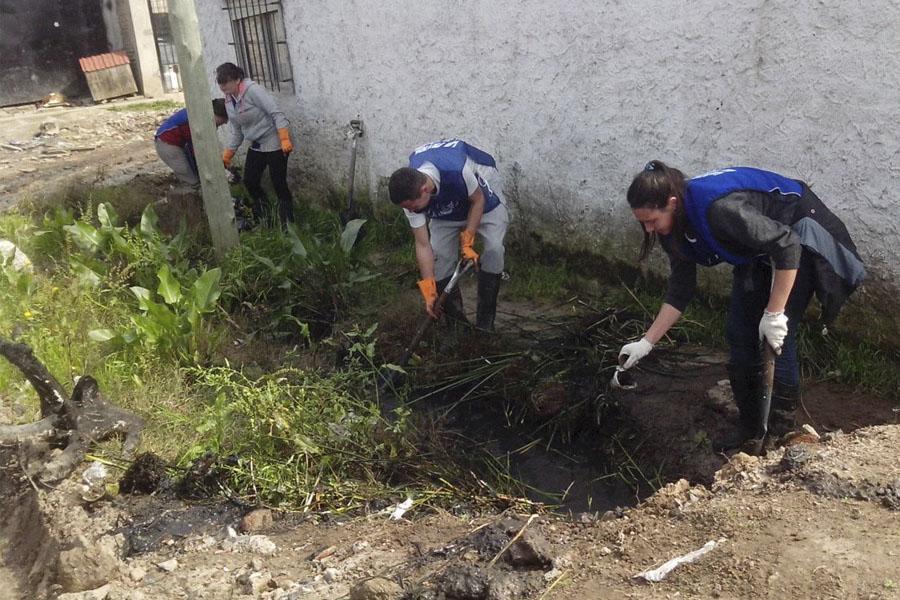 Se realizaron zanjeos, limpieza de casas y entrega de donaciones.