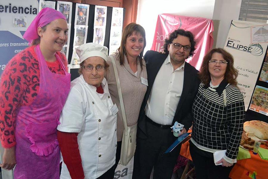 Los festejos estuvieron acompañados por emprendedores que exhibieron sus productos artesanales.