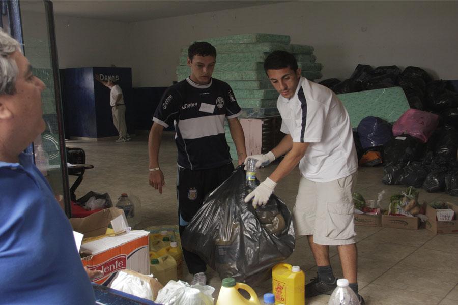 Colchones, zapatillas, ropa y frazadas se han enviado a las zonas afectadas.