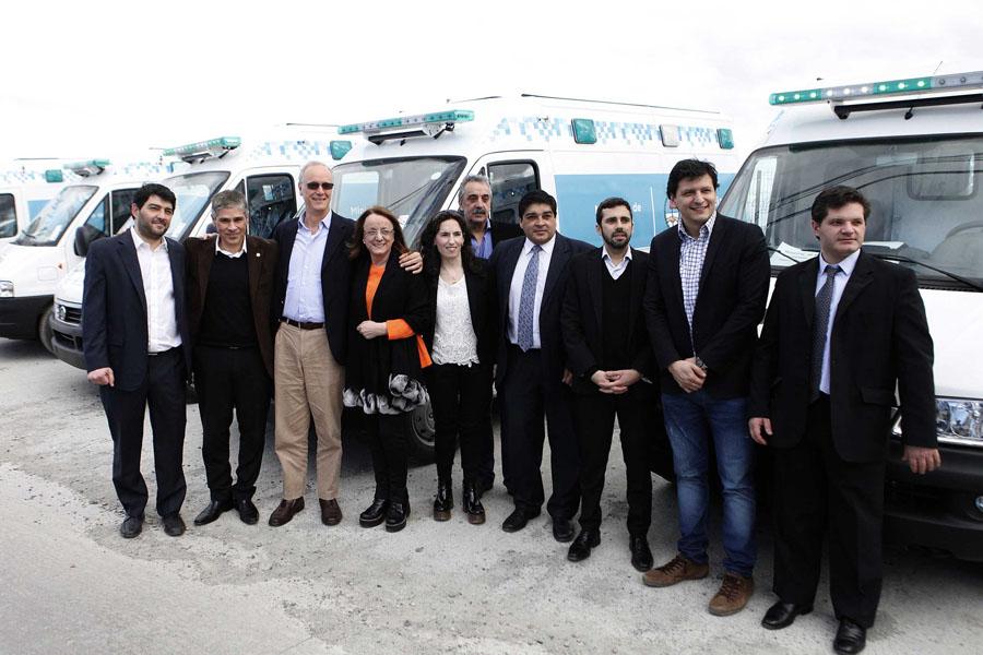 Se entregaron 12 ambulancias y kits de equipamiento de emergencia.