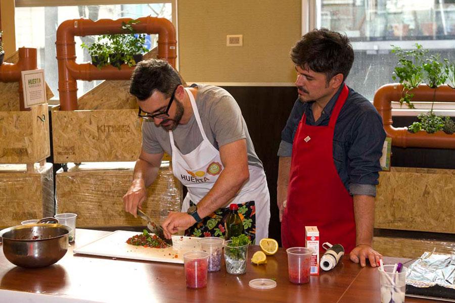 """Juan Braceli y Juanito Ferrara, integrantes del Programa """"Cocineros Argentinos"""" ."""
