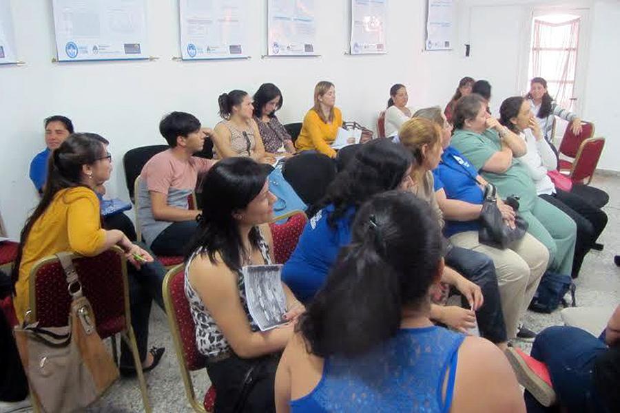 Trabajadoras de Hogares de Protección Integral participan de cursos que buscan proteger a las mujeres ante situaciones de violencia.