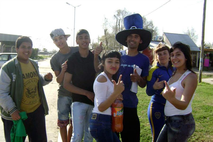 Los más jóvenes junto a sus familias vivieron un día a puro baile y diversión de la mano de la murga local.