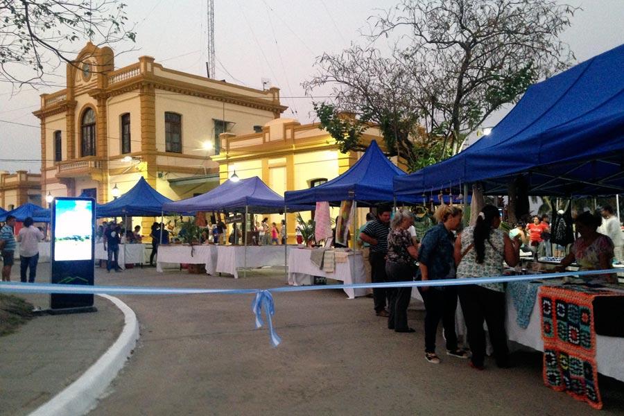 """Se inauguró el """"Paseo de los Artesanos Formoseños"""" una feria destinada a la comercialización de 24 emprendimientos."""