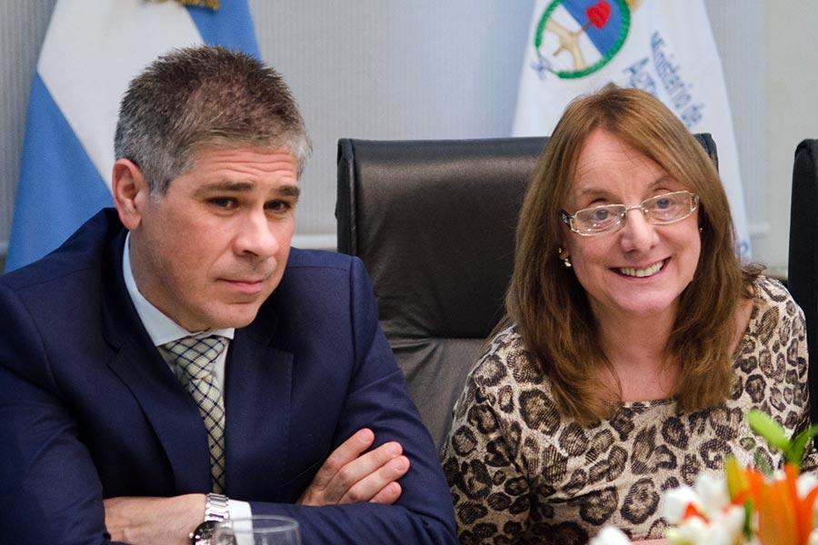 Alicia Kirchner con el ministro de Agricultura, Carlos Casamiquela.