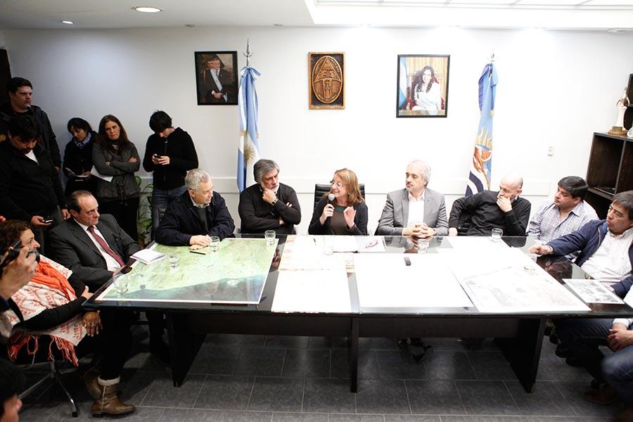 Allí se firmaron convenios para mejorar la calidad de vida de los caletenses.