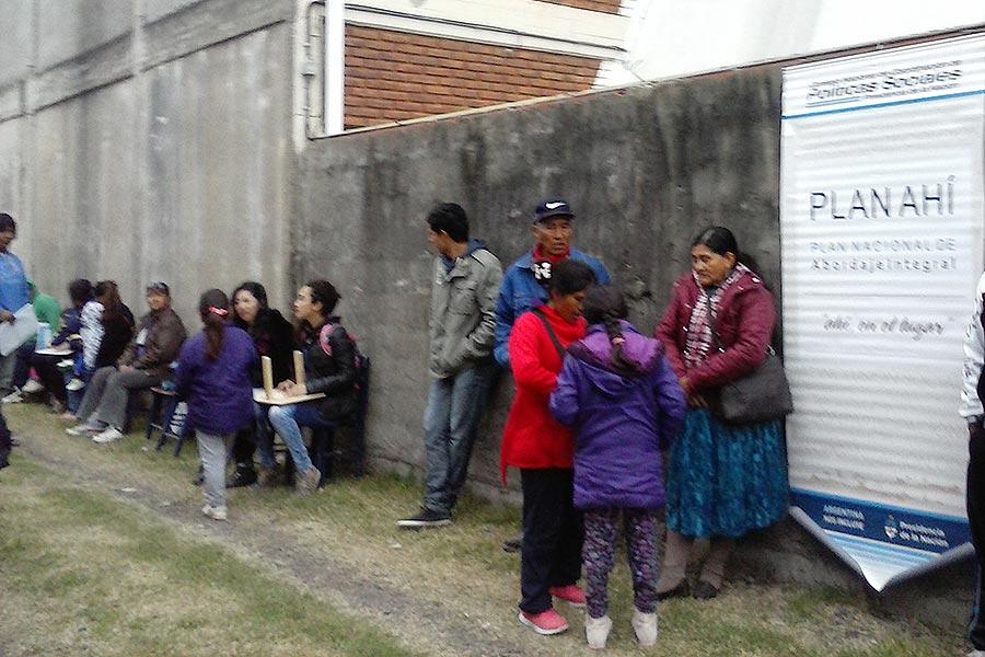 Más de 80 personas realizaron trámites migratorias.