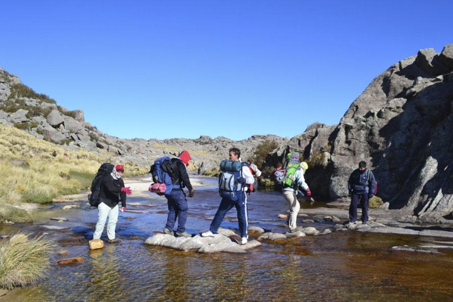 Las tareas se realizaron en la escuela albergue rural del Cerro Champaqui.