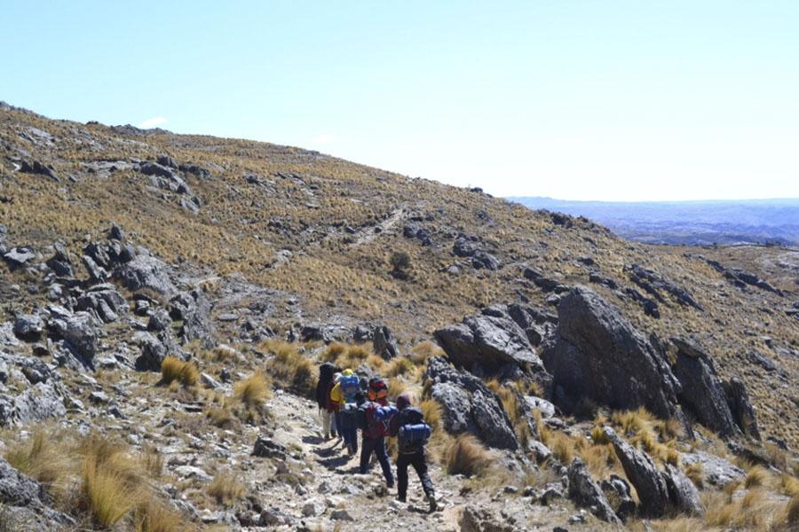 La escuela está ubicada en una zona hostil y de hermosos paisajes.