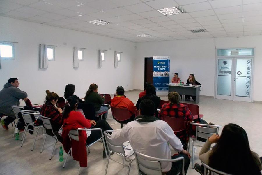 El inicio del curso formativo estuvo a cargo del titular del Centro de Referencia de la Ciudad de Viedma, Norberto Domínguez.