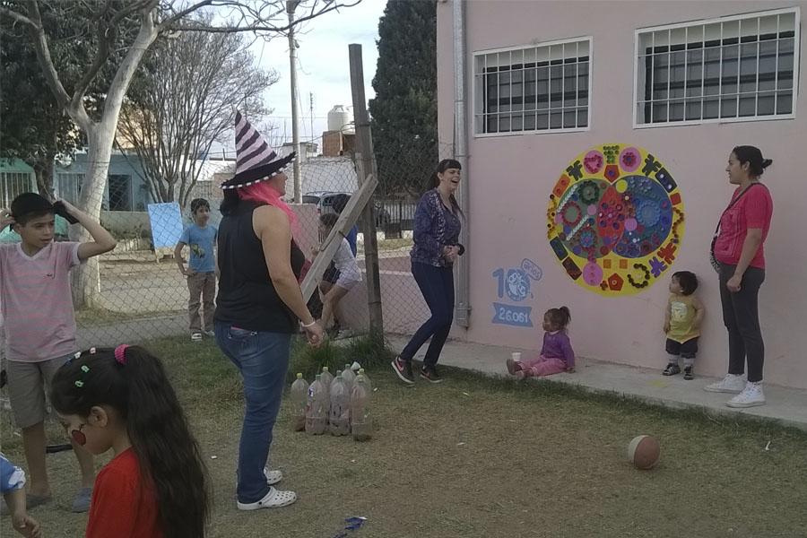 Junto a sus familias, los chicos se reunieron en el CIC del barrio Cabildo.