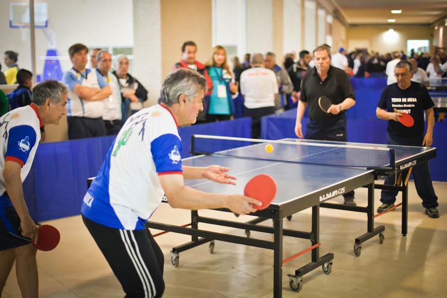 Adultos mayores compitieron en tenis de mesa.