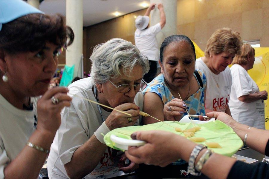 Los adultos mayores participaron de varios juegos y entretenimientos.