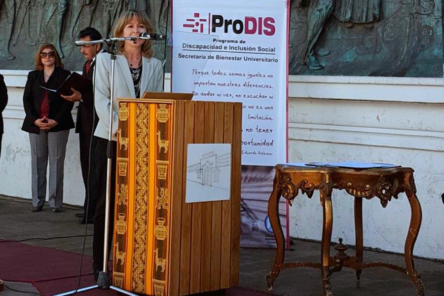 La titular de la CONADIS Silvia Bersanelli en el Foro.