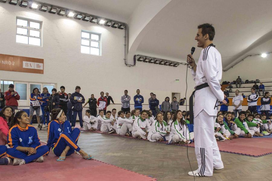 El taekwondista correntino le habló a las jóvenes promesas de todo el país.