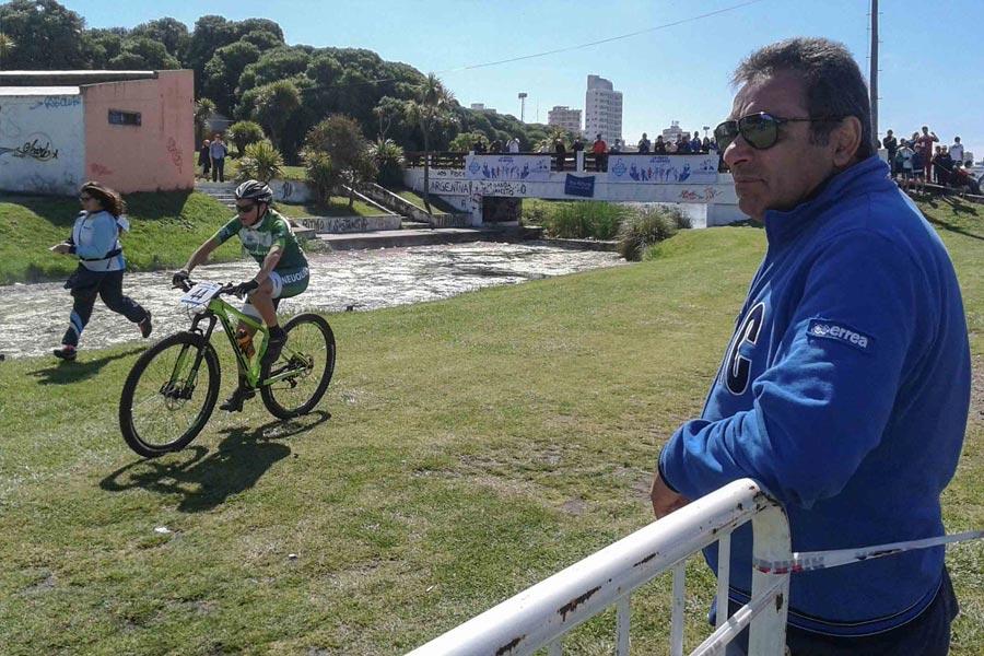El múltiple campeón palpitó toda la jornada del ciclismo de montaña en Punta Mogotes.