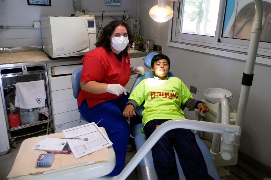 Se realizaron exámenes odontológicos, oftalmológicos y clínicos para los participantes.
