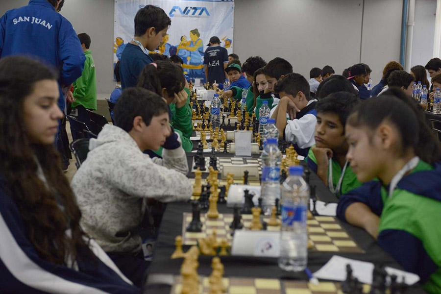 En el caso del ajedrez, la modalidad de participación es comunitaria y libre.