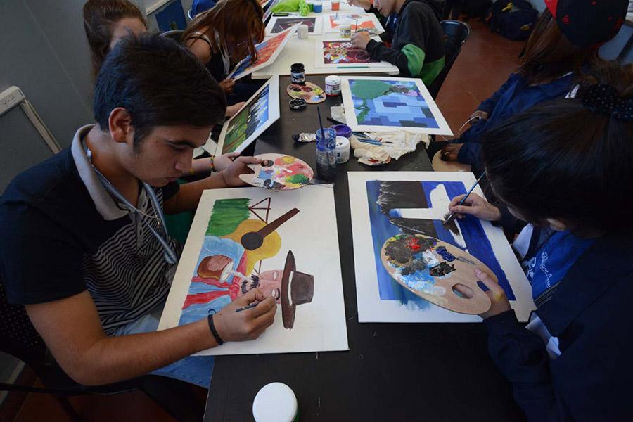 Los niños y niñas pueden desarrollar sus habilidades en pintura, cuento, conjunto musical, canto solista, danza y teatro.