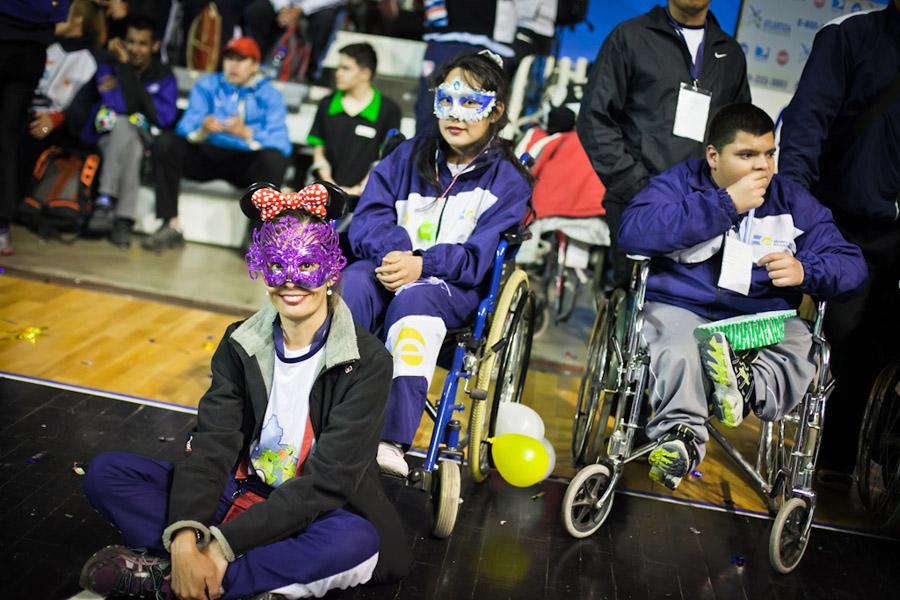 Los jóvenes que participan de estos torneos poseen discapacidad visual, motriz, cerebral y/o intelectual.