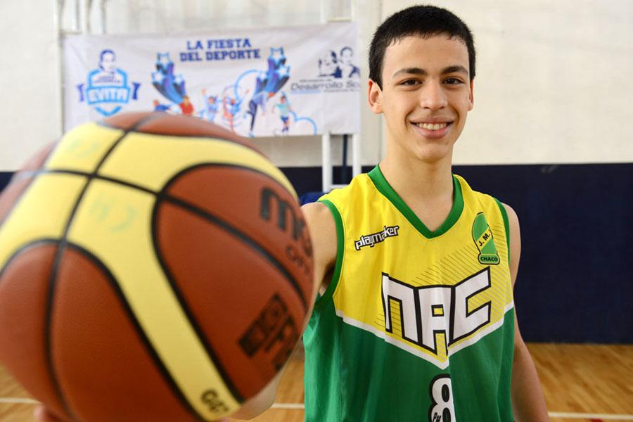 Matías Acosta es un basquetbolista de Chaco.