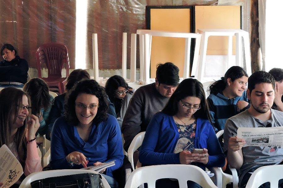 Mujeres en taller de género en La Rioja.